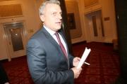 Министър Москов призова за минута мълчание пред доблестта на българския лекар