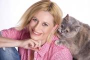 Калин Вельов и Ваня Щерева в кампания за ваксиниране на домашни котки