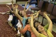 Лекувайте стреса с йога на смеха