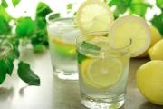Лимонова вода за свеж дъх и подмладяване