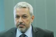Здравният министър подписа формуляр за лечение на дете в чужбина