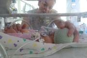 Родители на недоносени бебета прегърнаха за първи път децата си