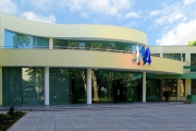Висшето европейско училище по икономика връчи първите дипломи по здравен мениджмънт