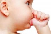 Няма страшно, ако детето си смучи палеца?!
