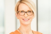 Жена пое управлението на една от световните фармацевтични компании