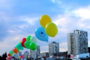 Балони литват в небето за Деня на редките болести