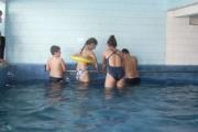 """Малки плувци от център """"Алтернатива"""" получават дипломи"""