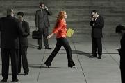 Женската привлекателност се асоциира с походката