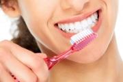 Дезинфекцирайте четката за зъби поне веднъж седмично