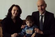 Областният управител на Хасково занесе подаръци на 4-годишния Алекс