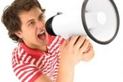 Тембърът на гласа издава мъжката физическа сила и агресивност