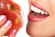 Ябълката вреди на зъбите и венците не по-малко от шоколада?