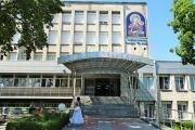 """300 български писатели получиха здравни карти за лечение в УМБАЛ """"Св. Анна"""""""
